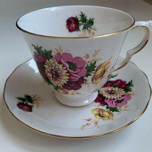 Queen Anne tea cup saucer set, England bone china